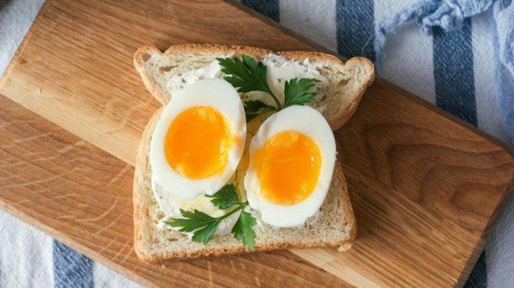 STUDIU: Ce se întâmplă dacă vă decideţi să mâncaţi un ou pe zi