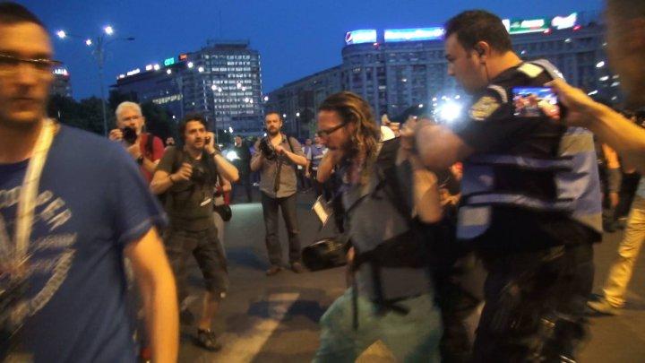 Reacţia jandarmeriei după ce au ridicat un jurnalist de la protestele din Bucuresti: Un badge PRESS nu este un act oficial