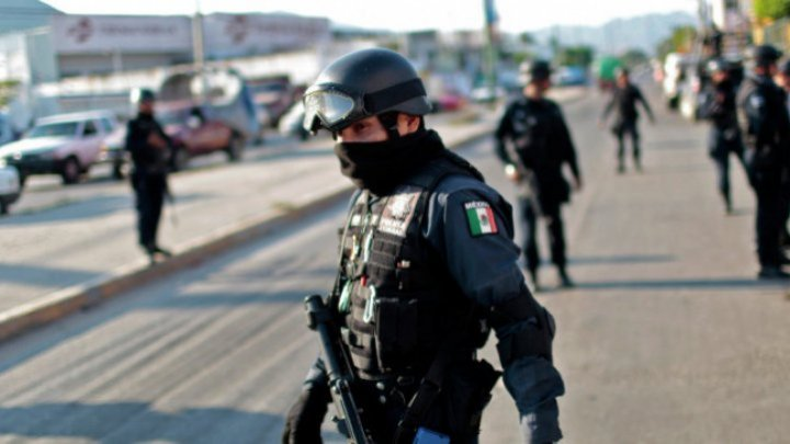 Situație fără precedent în Mexic: Toţi poliţiştii dintr-un oraş din Mexic au fost arestaţi, după asasinarea unui candidat