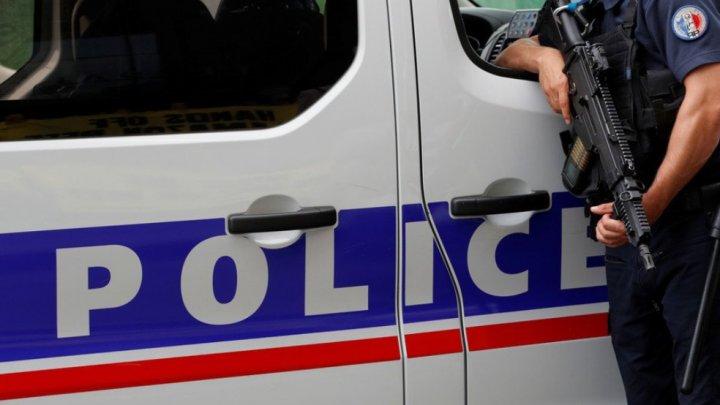 Femeia care a înjunghiat două persoane în Franţa a vrut să fie ucisă de poliţie