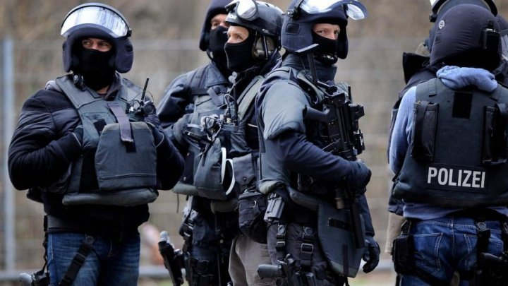 Zeci de persoane, evacuate în Germania, după ce în casa unui bărbat decedat au fost găsite arme şi bombe