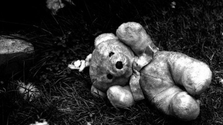 DESCOPERIRE MACABRĂ în podul unei case părăsite din Slobozia. Un minor, GĂSIT STRANGULAT (VIDEO)