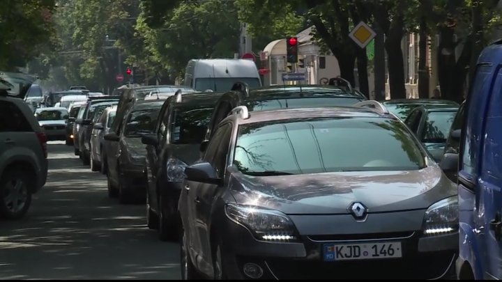 HAOS ÎN CENTRUL CAPITALEI. Troleibuzele 3, 10 şi 24 nu mai circulă. AMBUTEIAJE INFERNALE (VIDEO/FOTO)
