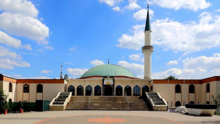 Austria va închide şapte moschei finanțate de Turcia şi va expulza mai mulţi imami