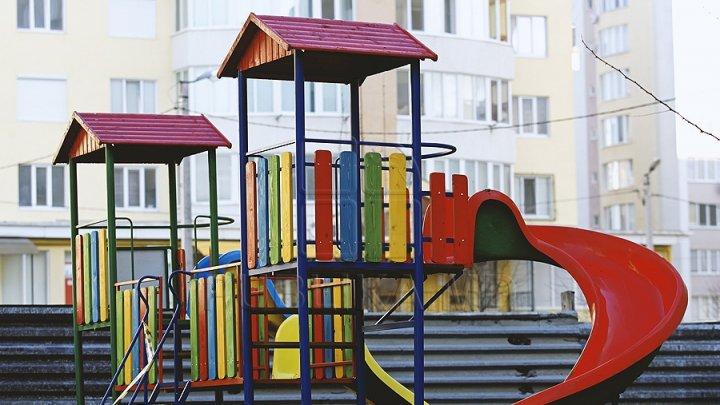 VESTE BUNĂ! În Capitală vor fi amenajate mai multe terenuri de joacă pentru copii