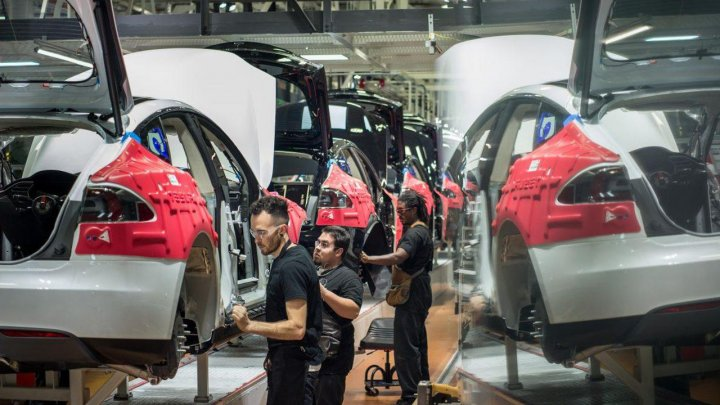 Cel mai mare val de concedieri la Tesla: 9% dintre angajaţi îşi vor pierde locul de muncă