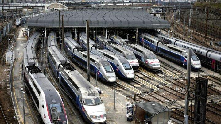 Un băiețel care s-a născut într-un tren, la Paris, va primi transport gratuit timp de 25 de ani