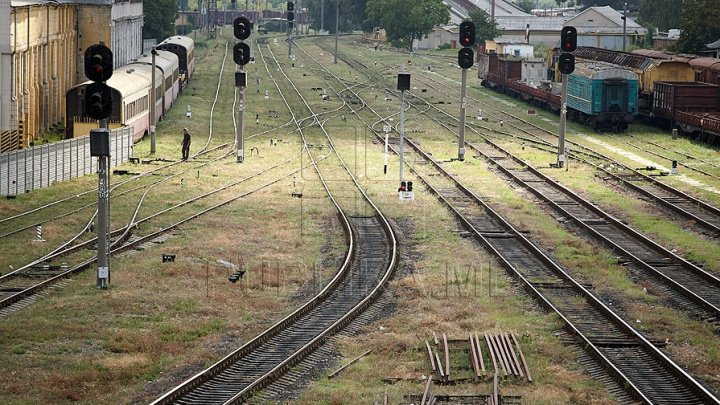 Circa 4.000 de metri de cablu de cale ferată au fost furaţi în apropierea satului Copceac