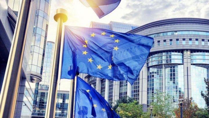 UE avertizează că va impune taxe vamale de miliarde de dolari pentru importurile din SUA