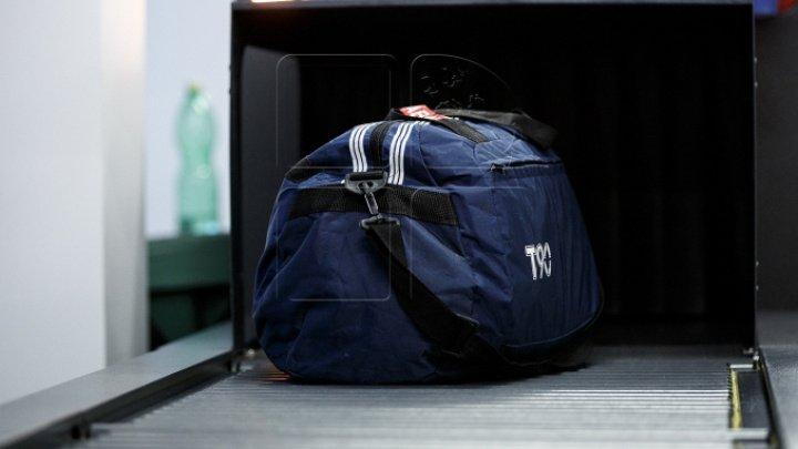Descoperirea făcută de vameşi în valiza unui pasager al cursei Chișinău-Londra, dar şi într-un microbuz care pleca spre Franţa (VIDEO)