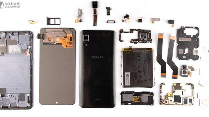 Cu arată la interior Vivo NEX, noul smartphone cu design all-screen şi cameră foto retractabilă