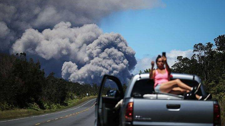 Turiștii care vizitează teritoriul statului Hawaii riscă să fie arestaţi dacă vor să facă selfie-uri lângă vulcanul Kilauea