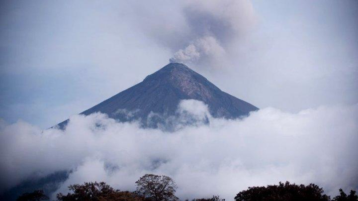 Alertă în Guatemala: Trei vulcani sunt în prag de erupție