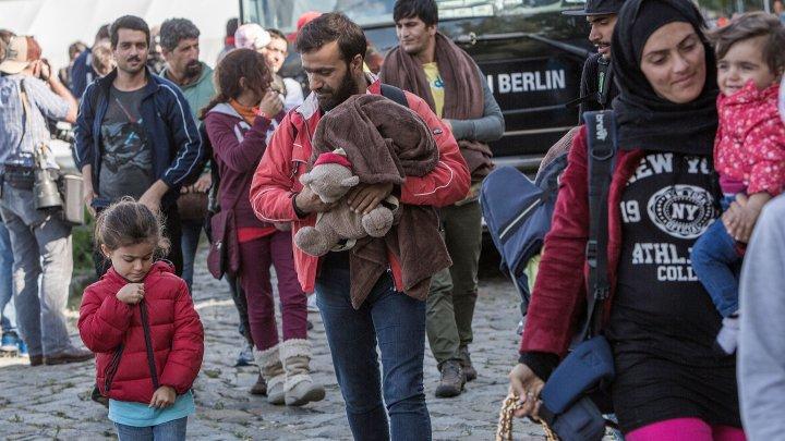 Parlamentul Ungariei a adoptat legea care pedepeşte penal ajutorul dat refugiaţilor