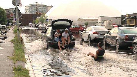 Haz de necaz. Cum s-au distrat tinerii după furtuna din Mamaia (VIDEO)
