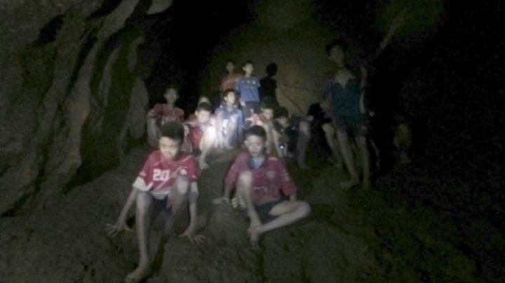 Filmul evenimentelor: Cum au ajuns copii şi antrenorul lor de fotbal în peştera din Thailanda