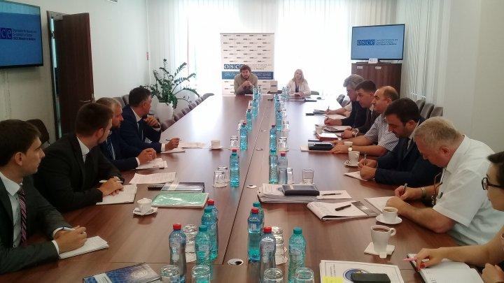 La Chișinău a avut loc prima ședință din acest an a grupurilor de lucru pentru transport feroviar și comunicații