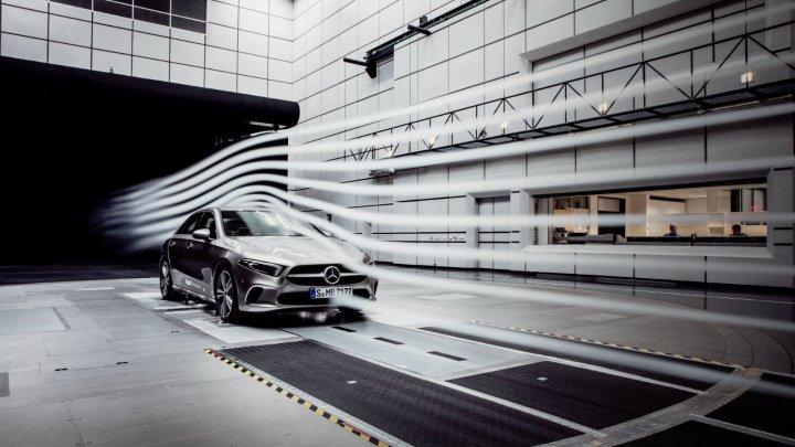 Cum va arăta viitorul Mercedes-Benz Clasa A Sedan şi ce performanţe promite producătorul