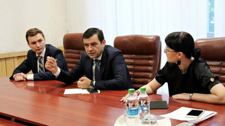 Chiril Gaburici cere explicații responsabililor de la drumuri pentru lucrările de reparație necalitative de pe drumul Chișinău-Leușeni