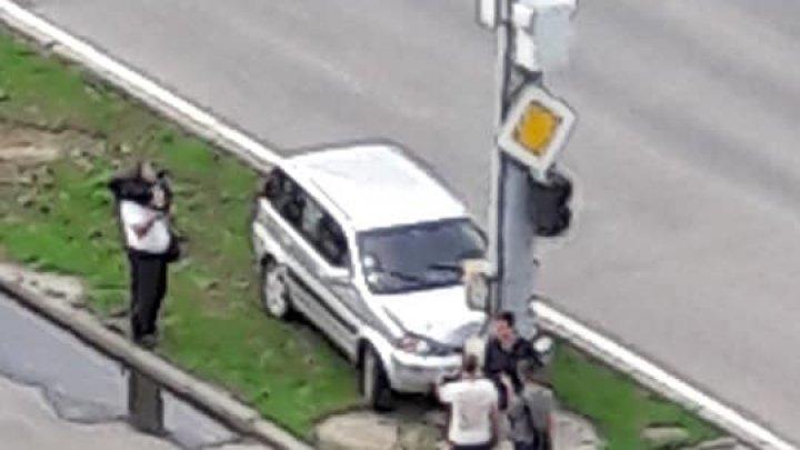 ACCIDENT NEOBIŞNUIT pe bulevardul Dacia din Capitală. Trecătorii au rămas fără cuvinte (FOTO)