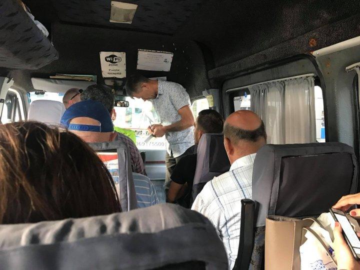 Surprize de la Chiril Gaburici. Ministrul a simţit pe propria piele cum este să fii călător obişnuit într-un microbuz de rută