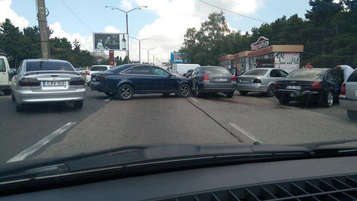 ACCIDENT GRAV pe strada Calea Orheiului. Două maşini S-AU LOVIT VIOLENT (FOTO)