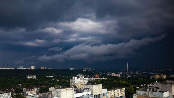 (IMAGINI SPECTACULOASE) Vine ploaia! Norii negri au înconjurat Capitala