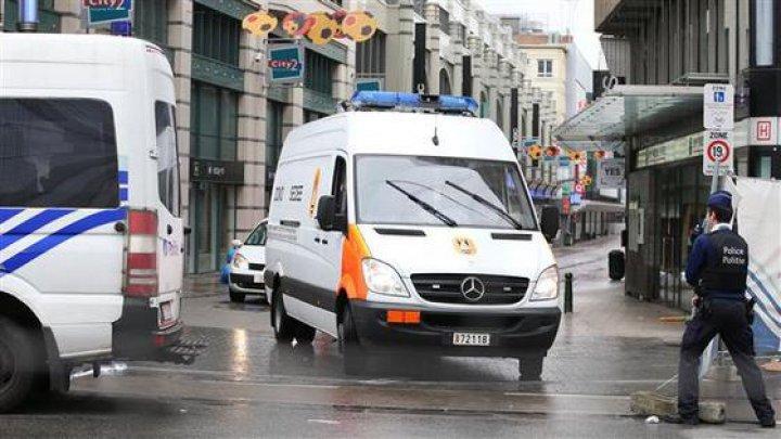 Un belgian care purta centură explozivă s-a aruncat în aer şi a murit pe loc. Sute de localnici au fost evacuaţi