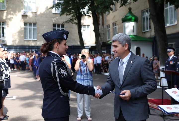Plini de curaj și cu mii de vise. O nouă generație de polițiști va asigura securitatea și liniștea Moldovei (FOTO)