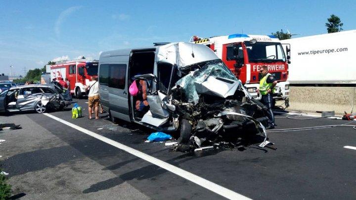 ACCIDENT GRAV în Austria în care sunt implicate un microbuz şi un automobil înmatriculate în România: SUNT RĂNIŢI