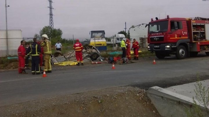 ACCIDENT CUMPLIT în România. Patru oameni au murit, după ce maşina în care se aflau s-a răsturnat într-un şanţ