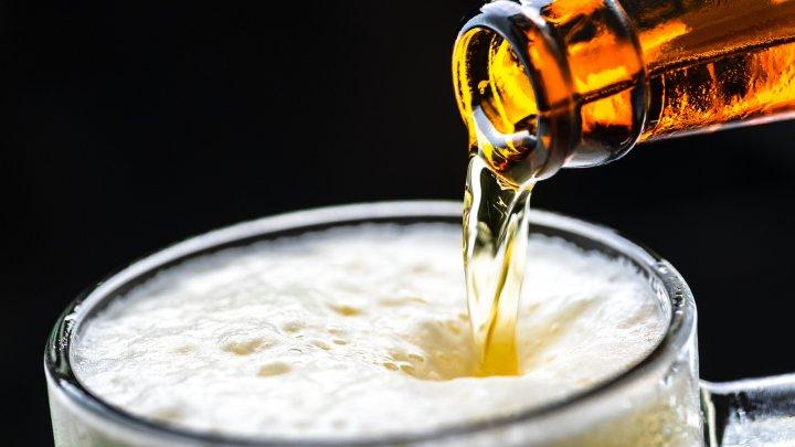 Veste proastă pentru consumatorii de bere din Europa. Preţul băuturii ar putea creşte