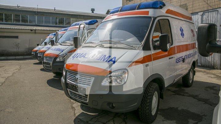 Un bărbat, transportat de urgenţă la spital, după ce s-a INTOXICAT cu apă din izvor