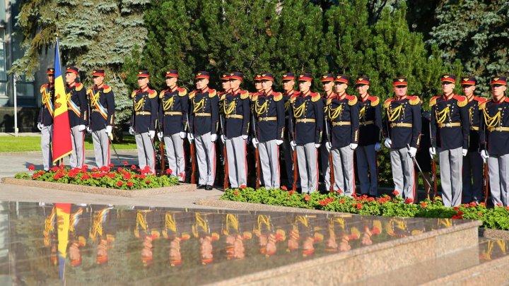 Renunţarea la serviciul militar obligatoriu, o reformă îndrăzneaţă în domeniul apărării (VIDEO)