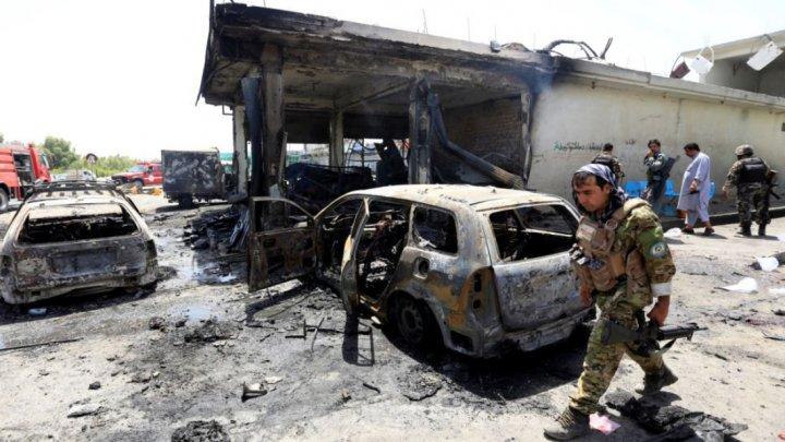 Atentat sinucigaş în Afganistan. Cel puţin zece oameni şi-au pierdut viaţa (FOTO)