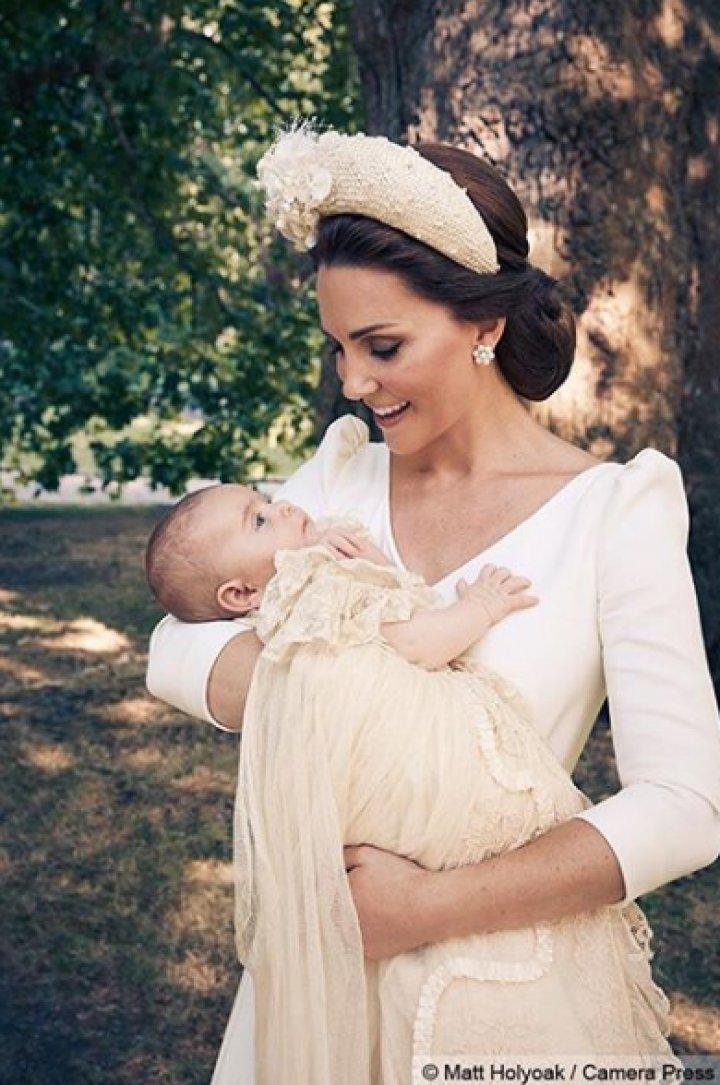 Prinţul Louis, fiul Ducilor de Cambridge a fost botezat. Primele fotografii făcute publice (FOTO)