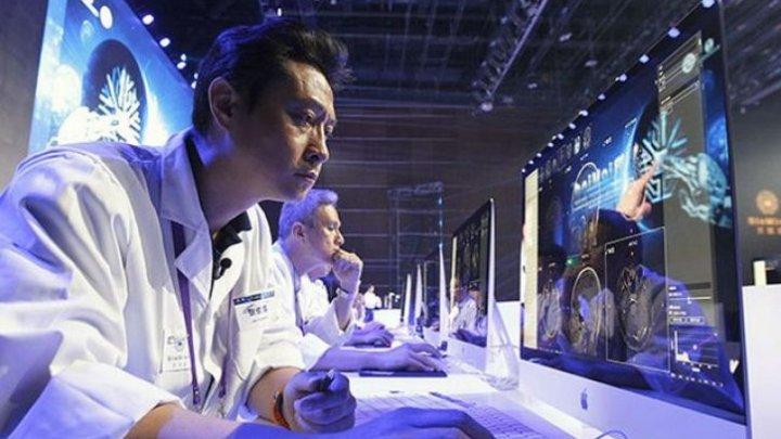 """Inteligenţa artificală va salva lumea? Cum s-a încheiat """"o bătălie"""" între 15 medici şi un computer"""
