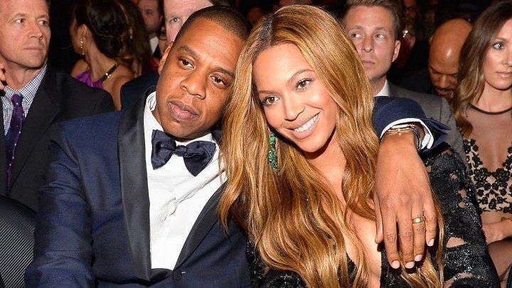 Jay-Z şi Beyoncé au îmbrăcat tricourile naţionalei Franţei în timpul unui concert susţinut duminică la Paris