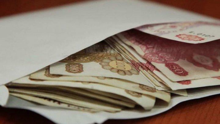STUDIU: Salariile în plic aduc un prejudiciu de 3,5 miliarde de lei anual Bugetului Public Național