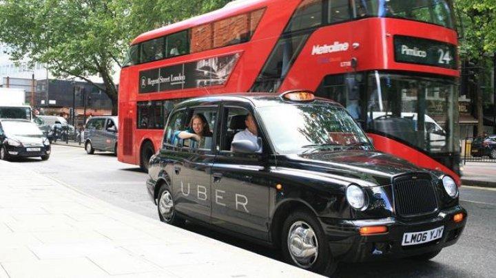 Taximetriștii londonezi vor să dea în judecată Uber și să-i ceară despăgubiri de peste 1 miliard de lire sterline