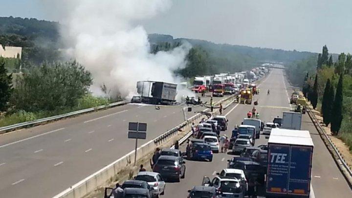 Accident cumplit în Franța. Patru oameni, printre care și o femeie însărcinată, au murit carbonizaţi