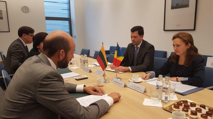 Relaţiile dintre Moldova şi Lituania, discutate la Vilnius în cadrul consultărilor politice bilaterale