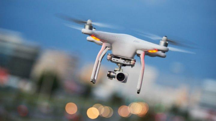 Două drone au survolat spaţiul aerian al aeroportul Gatwick din Londra. Acesta şi-a suspendat de urgenţă activitatea