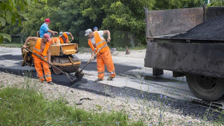 Proiectul Drumuri bune a ajuns la Călăraşi. Vor fi reparați 41 de kilometri de drum