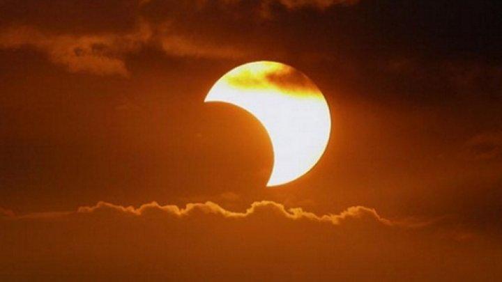Se apropie cea mai lungă eclipsă de lună. Cât va dura fenomenul astronomic extrem de rar