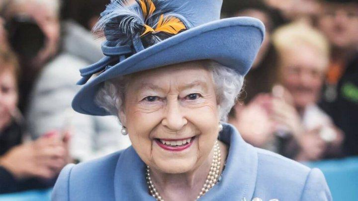 Regina Elizabeth a II-a este grav bolnavă, însă refuză să se opereze