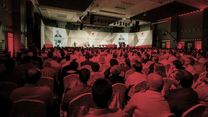 Peste 800 de oameni de afaceri prezenţi la Forumul Economic pentru Dialog și Dezvoltare, organizat de AOAM