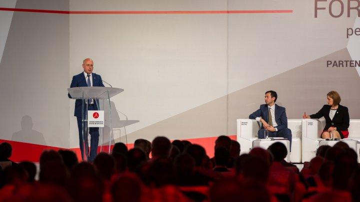 Pavel Filip, la forumul economic AOAM: Vom reduce impozitele, vom elimina abuzurile și vom promova noi măsuri de stimulare a mediului de afaceri