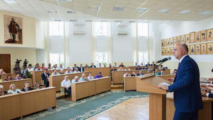 Problemele mediului de afaceri din Criuleni, discutate de premierul Pavel Filip și antreprenorii din regiune