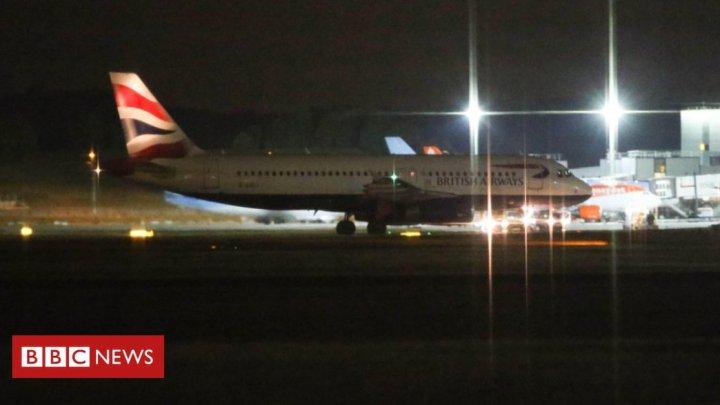 Aterizare de urgenţă pe aeroportul Gatwick din Londra. O pistă a fost închisă, alte zboruri anulate